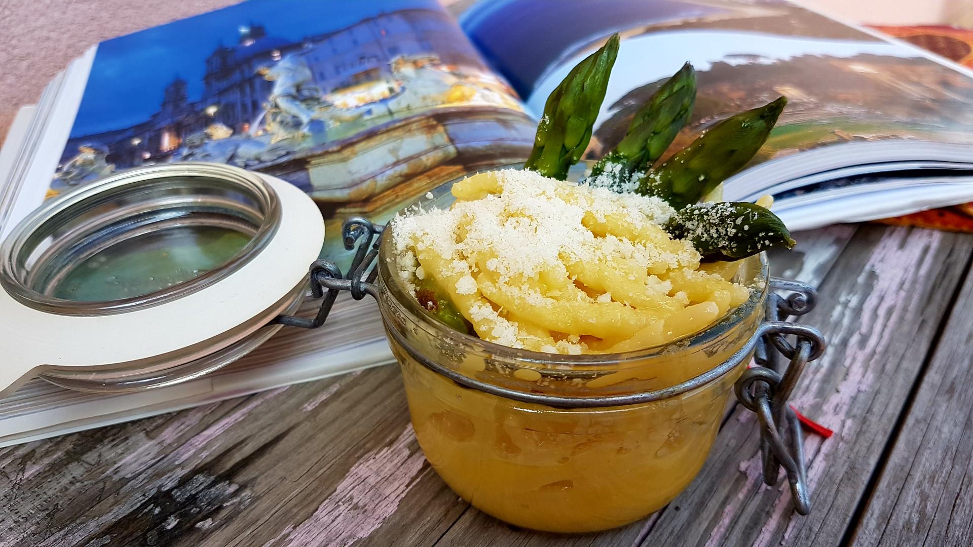 Carbonara con asparagi e le 3 regole per le uova
