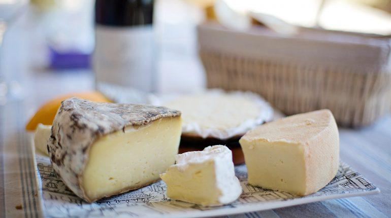 Dieta mediterranea, stile di vita attivo: il ruolo dei latticini