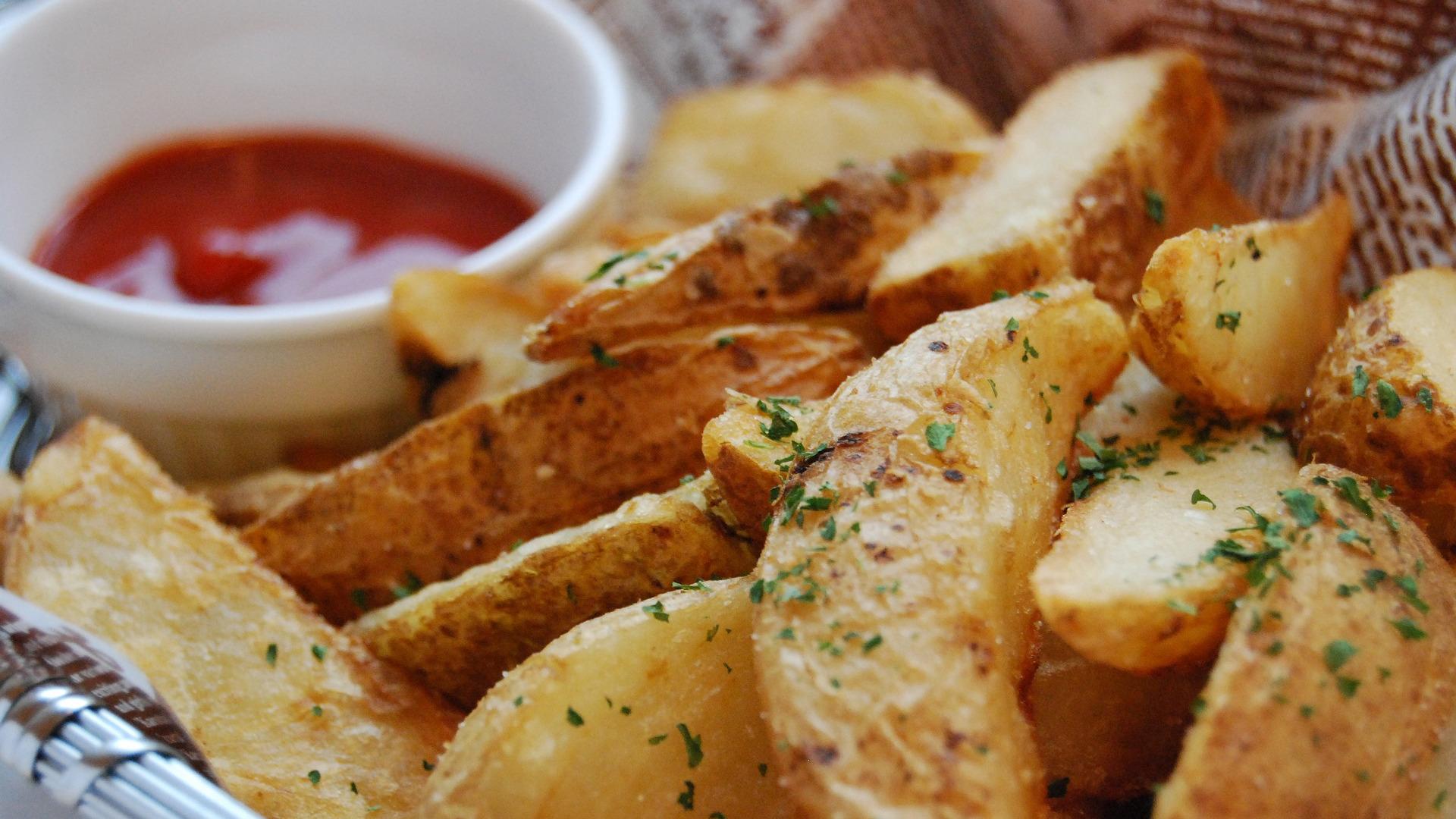 Patate fritte no, al forno sì: siamo sicuri?